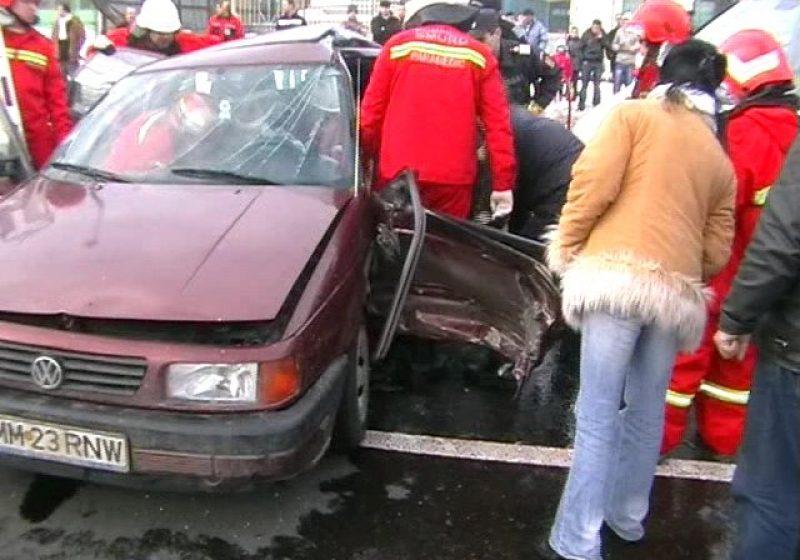Baia Mare: ACCIDENT RUTIER, O PERSOANĂ ÎNCARCERATĂ – O şoferiţă din Cavnic a ajuns la spital cu leziuni grave