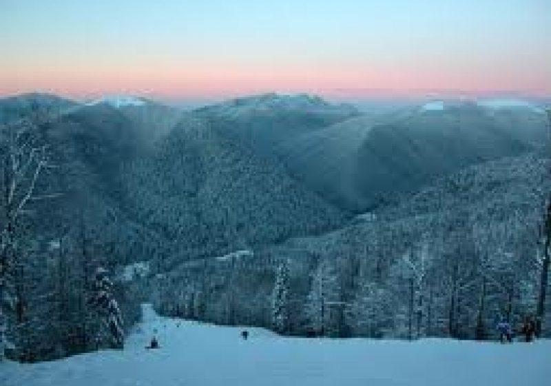 Persoane accidentate pe pârtile de schi de la Cavnic şi Şuior