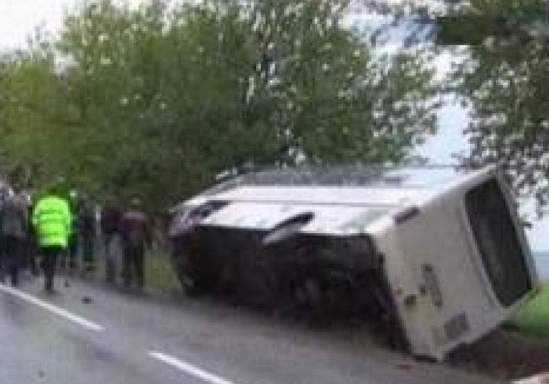 Un autobuz cu 27 de pasageri s-a răsturnat la Dâmboviţa