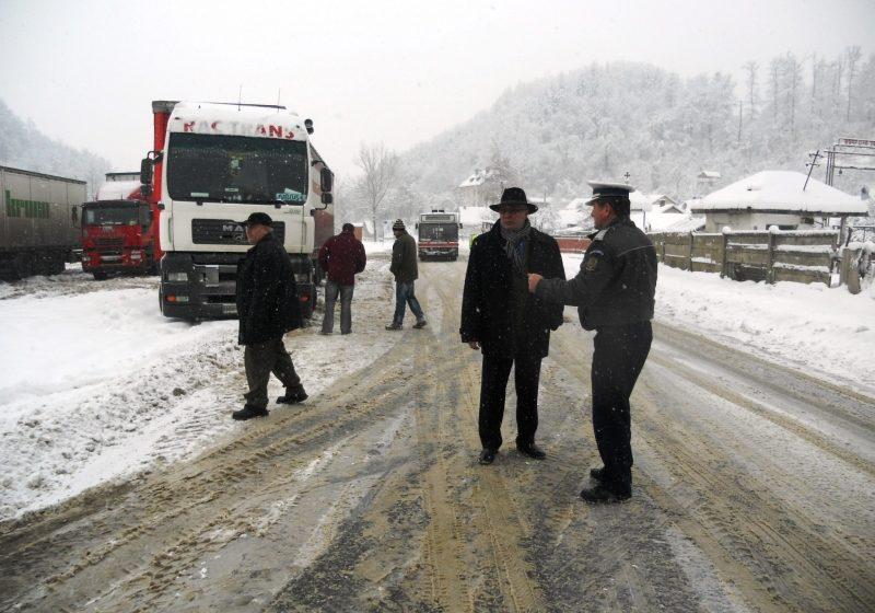 Prefectura Maramureş a solicitat suplimentarea utilajelor de intervenţie în Pasul Gutâi