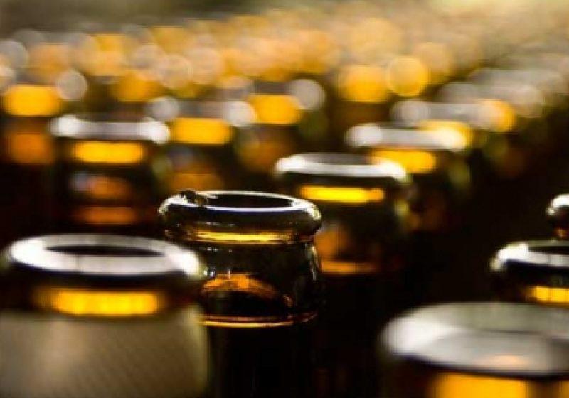 Baia Mare: Parfumuri şi băuturi alcoolice destinate comerţului ilegal, descoperite în maşina unui băimărean