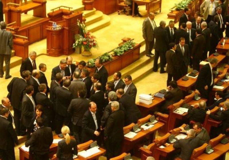 Parlamentul se reuneşte în sesiune extraordinară pentru a discuta situaţia actuală a ţării