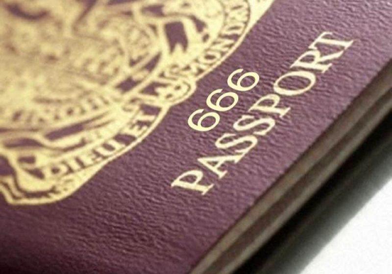 SIGHET: Sighetenii stau ore în şir la coadă pentru eliberarea unui nou paşaport