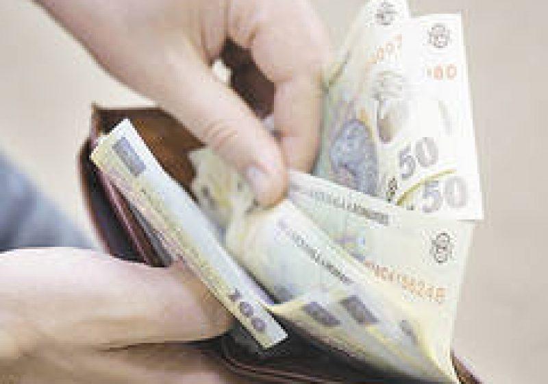 Sighet: Sute de sigheteni au stat azi la cozi interminabile pentru a-şi plăti impozitul pe 2012
