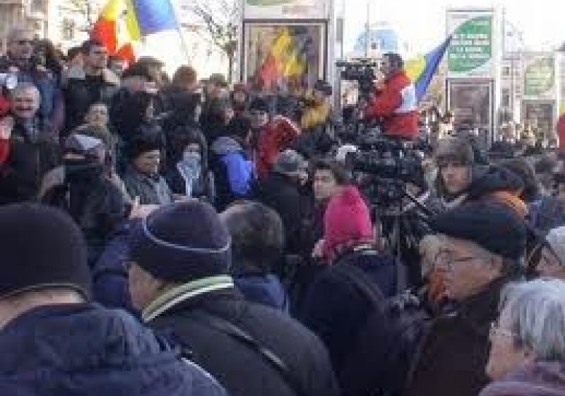 SIGHET: Protestele continuă în Sighet: astăzi s-au solidarizat în jur de 60 de persoane, reprezentanţi ai tuturor categoriilor sociale