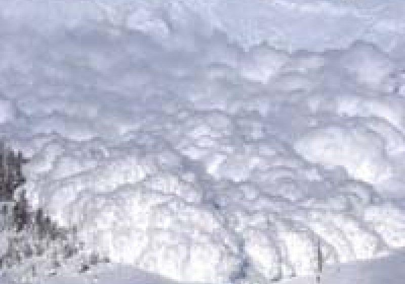 Maramureş: Atenţie! Risc foarte mare de avalanşe pe traseele turistice din Maramureş
