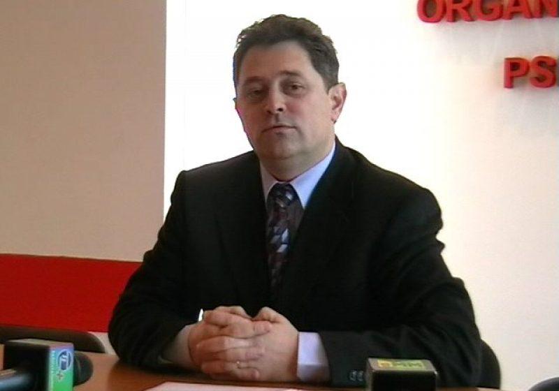 """Baia Mare:""""Hai lasă-ne, ne-am săturat / De nulităţi şi de netalentaţi!"""" – unul dintre mesajele senatorului Sorin Bota pentru """"incompetentul şi coruptul"""" Mircea Man"""