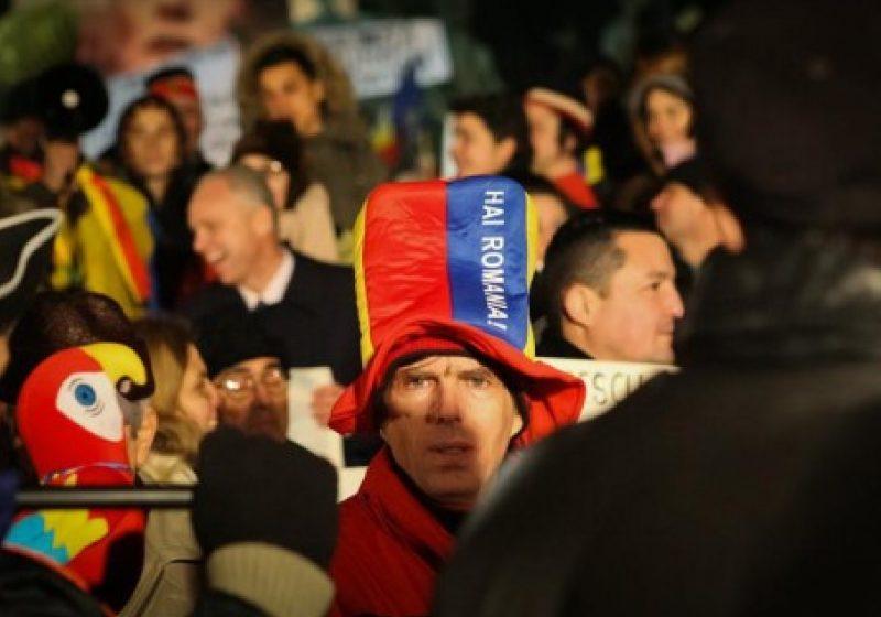 Suporterii vor participa joi la protestele din Piaţa Universităţii. Asociaţia Suporterilor Români: Ne delimităm de orice factor politic