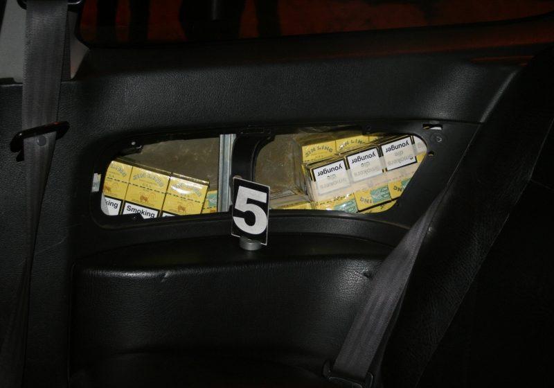 1.000 pachete de țigări ucrainene ascunse într-o mașină ce venea din Ungaria