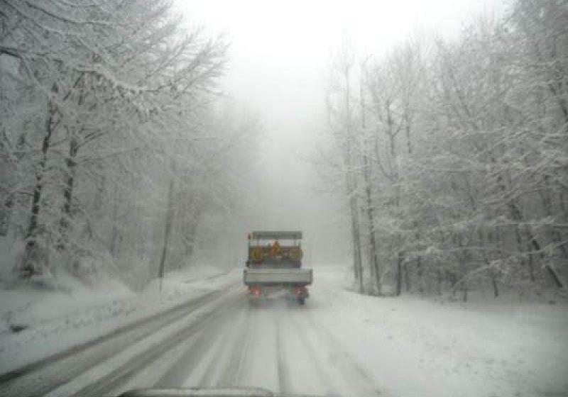 Trafic rutier în condiţii de iarnă pe drumurile publice din Maramureş