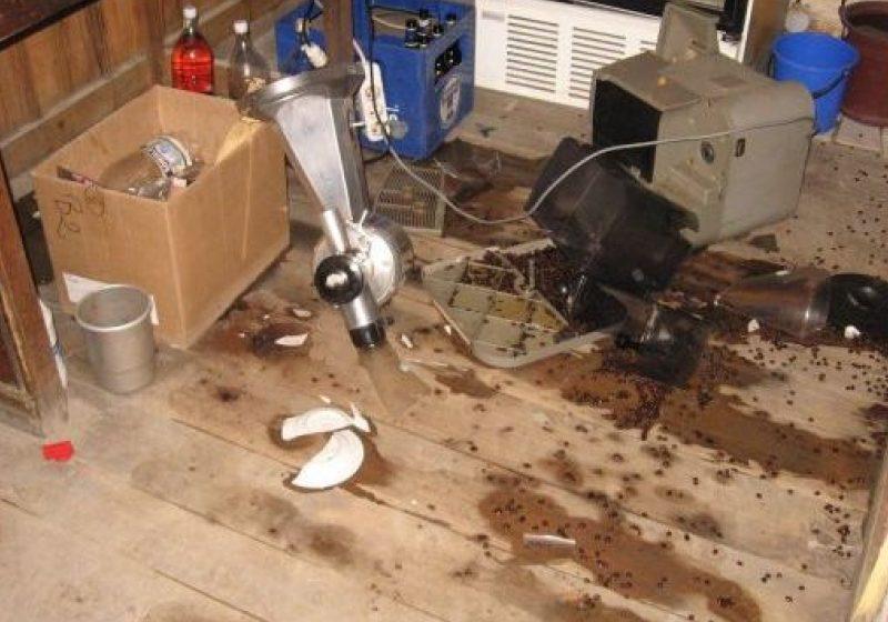 Un tânăr a devastat un bar în Borşa