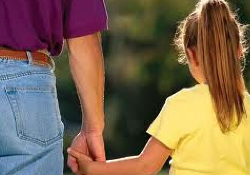 Baia Mare: ACTUALIZARE – Tatăl a cinci copii din Măgureni este acuzat de abuz şi neglijenţă în familie. Copiii au fost duşi azi la un centru maternal