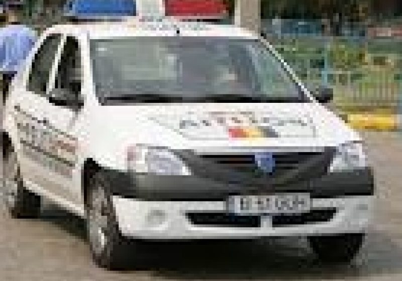 Baia Mare: A derapat cu maşina, a intrat pe contrasens şi s-a ciocnit cu un autoturism pe o stradă din Baia Mare