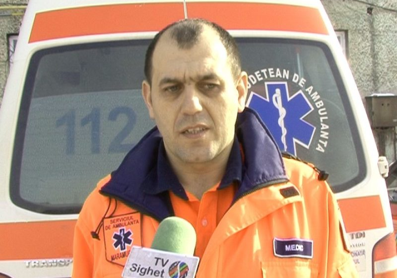 SIGHET Ambulanţele se luptă cu nămeţii pentru a ajunge la persoanele care au cerut ajutor prin 112