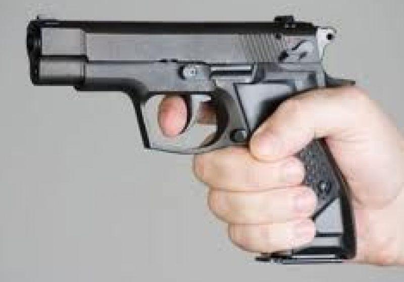 Armă neletală deţinută fără drept a fost găsită de poliţişti la un cetăţean din Vişeu