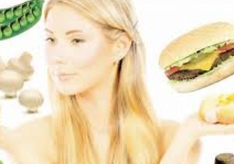 Alimente NERECOMANDATE pentru a fi consumate seara târziu. Ce putem mânca înainte de a merge la culcare