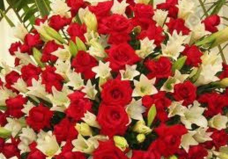 SIGHET: Florării neîncăpătoare, oameni grăbiţi, circulaţie în trafic bară la bară – de 8 Martie!