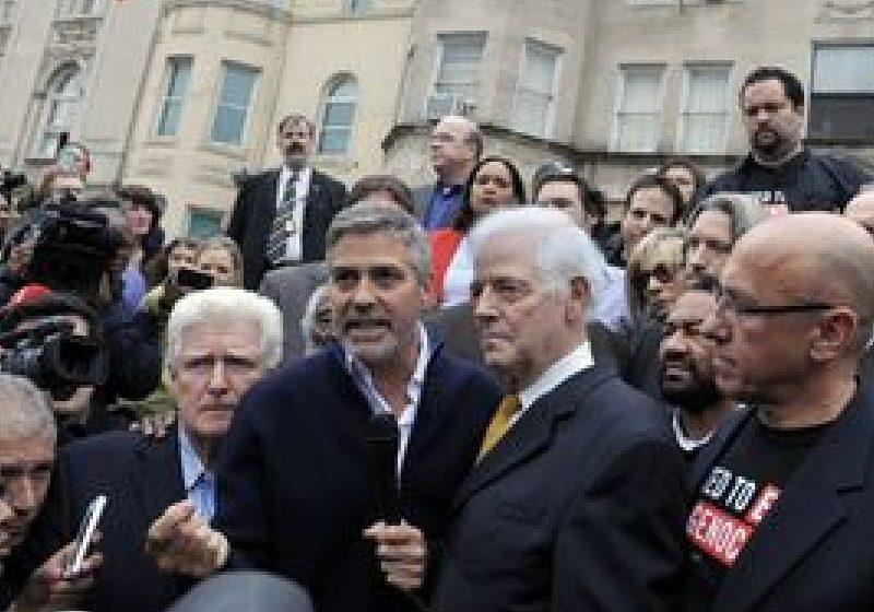 George Clooney, arestat la un protest în faţa ambasadei sudaneze la Washington