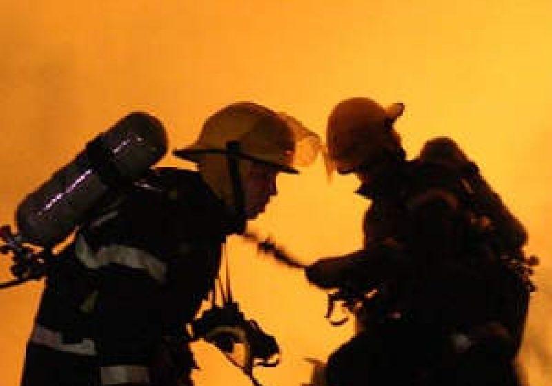 Baia Mare: Pompierii militari au stins, aseară, un incendiu pe Valea Chiuzbăii
