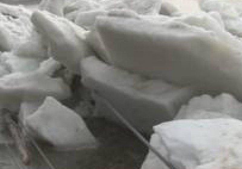 Primăria Giuleşti s-a pregătit din timp pentru intervenţii în caz că vor avea probleme cu topirea blocurilor de gheaţă de pe Mara