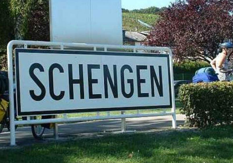 Franţa şi Germania vor să controleze din nou frontierele interne