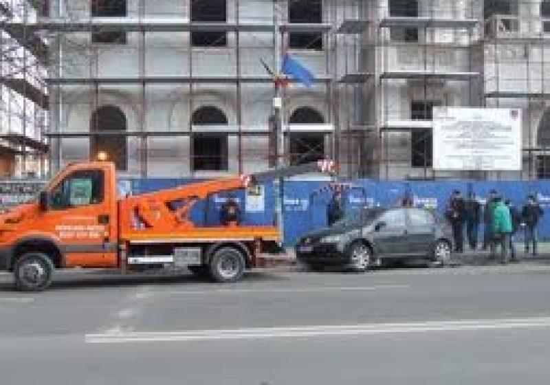 Proiect legislativ: Maşinile vor putea fi ridicate doar dacă obturează traficul sau intrarea în instituţii