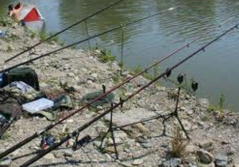 SIGHET: Pescarii maramureşeni risca să-şi piardă permisele sau autorizaţiile de pescuit dacă pescuiesc în perioada 15 aprilie 13 iunie