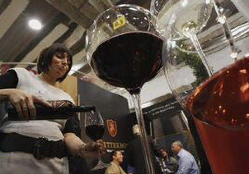 De ce vinul roşu te ajută să nu te îngraşi de Sărbători
