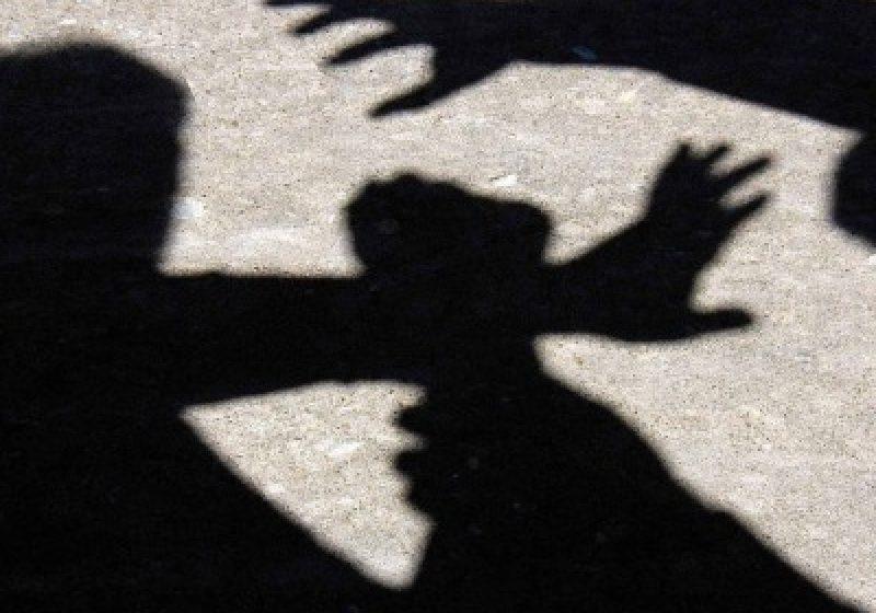 Ordin de protecție și dosar penal după ce și-a  bătut soția și fiica