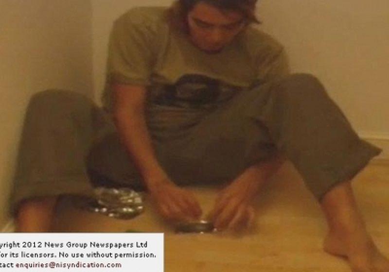 Russell Brand, prezentat în timp ce fuma heroină, într-un documentar despre dependenţa de droguri
