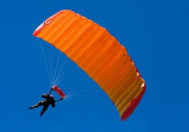 Baia Mare: Primarul Cătălin Cherecheş va sări cu paraşuta de la 4.000 de metri