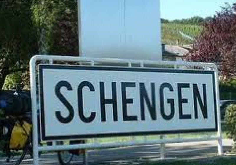 Băsescu: Accesul la Schengen, oarecum blocat din cauza evoluţiilor interne; preşedintele Lituaniei:stabilitatea politică e importantă