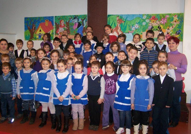 """Baia Mare: Activitate dedicată toamnei, de către elevii şcolii """"Octavian Goga"""", la Biblioteca Judeţeană"""