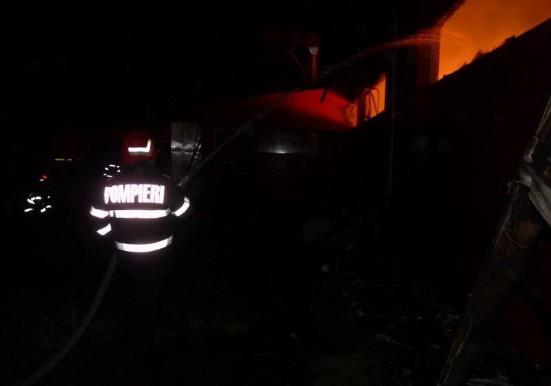 Rozavlea: Incendiu din cauza coşului de fum