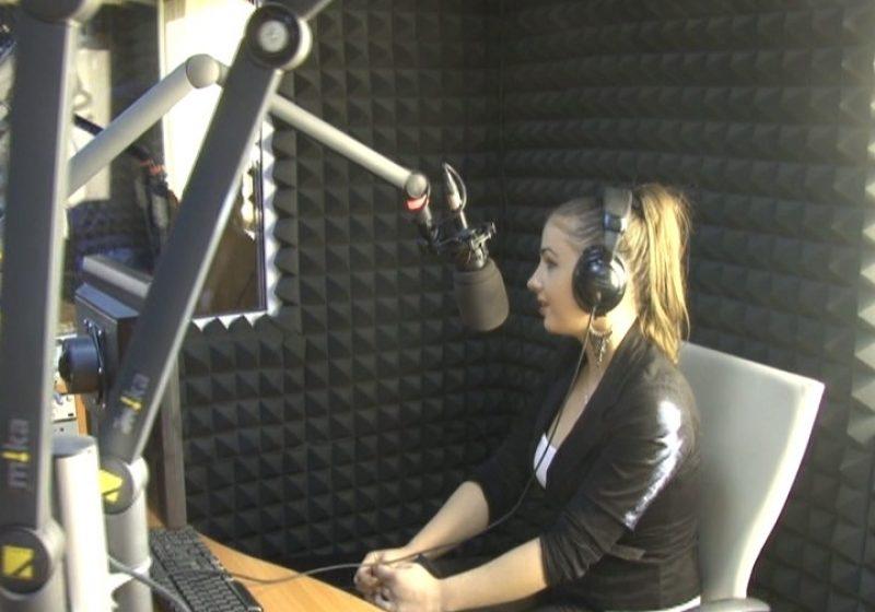 SIGHET: Un grup de eleve de la Liceul Tehnologic Forestier au vizitat redacţia Sighet FM şi TV SIGHET