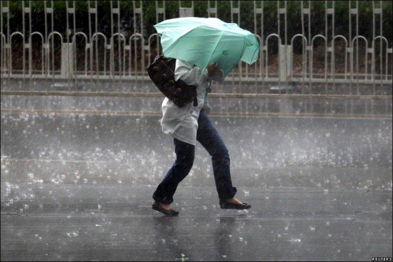 VIDEO | Trei zile cu ploi, vijelii și grindină