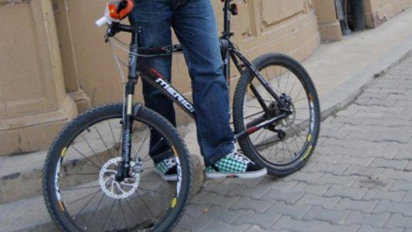 Cu bicicleta la școală