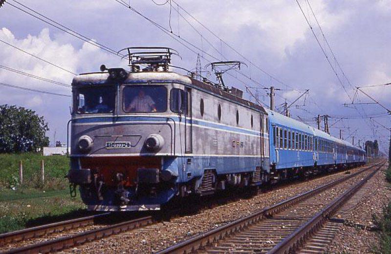 Mașină lovită de tren