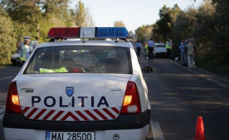 ACCIDENTE ÎN MARAMUREȘ: O mașină a rupt un stâlp, iar o alta a ajuns în șanț
