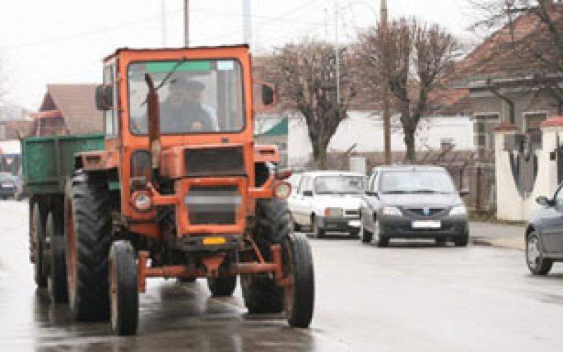 ÎCCJ: Conducerea unui tractor pe drumurile publice de către o persoană fără permis nu este infracțiune
