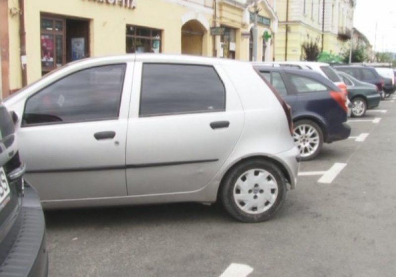 NECONCORDANȚE: Ce se întâmplă cu șoferii care și-au făcut abonamente de parcare înainte de aprobarea noilor tarife?
