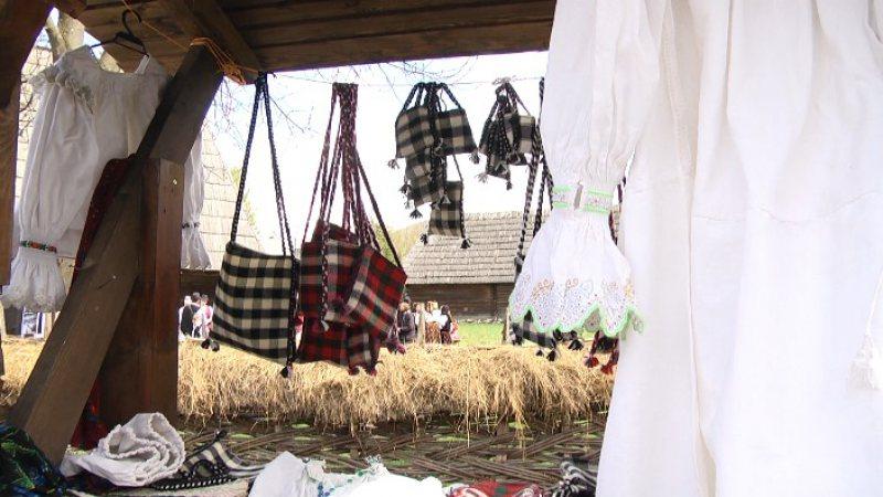 """PRODUSE ARTIZANALE: Târg al meșterilor populari în cadrul evenimentului """"Paști în Maramureș"""""""