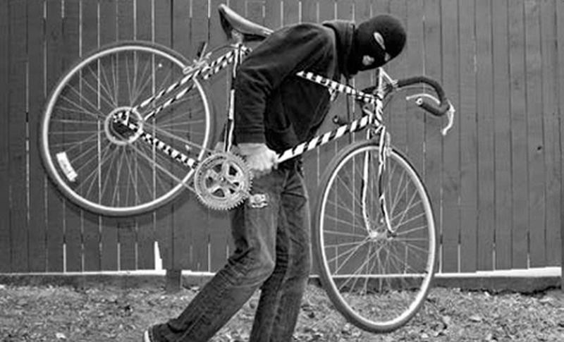 Un tânăr care fura biciclete a fost reținut