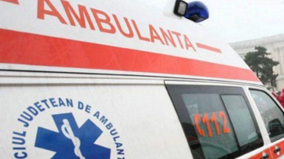 Patru răniți într-un accident în care au fost implicate trei mașini