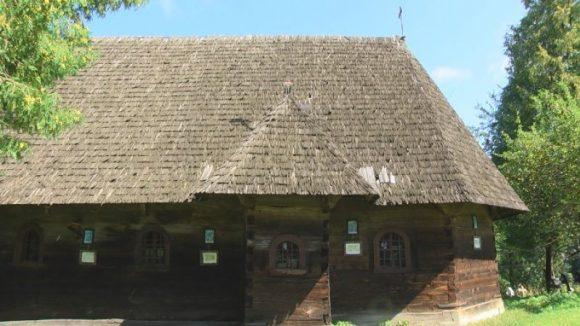 REPORTAJUL ZILEI:Datată din 1531, bisericuța de lemn din Breb, atrage anual o mulțime de turiști, din toate colțurile lumii