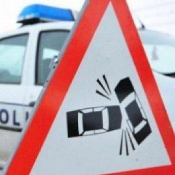 VIDEO   Un borșean aflat la volan și beat, și fără permis a lovit șase mașini după ce a fost urmărit de polițiști fiindcă nu a oprit la semnalele acestora