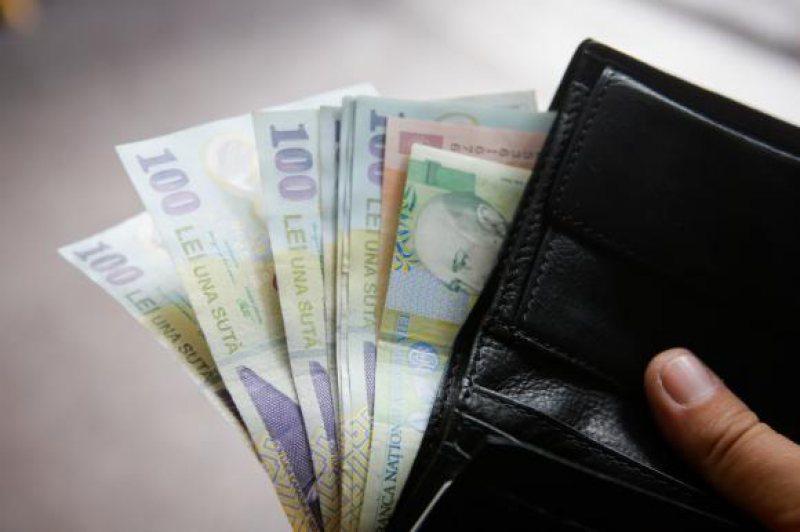 Hoață prinsă imediat după ce a furat bani dintr-o locuinţă