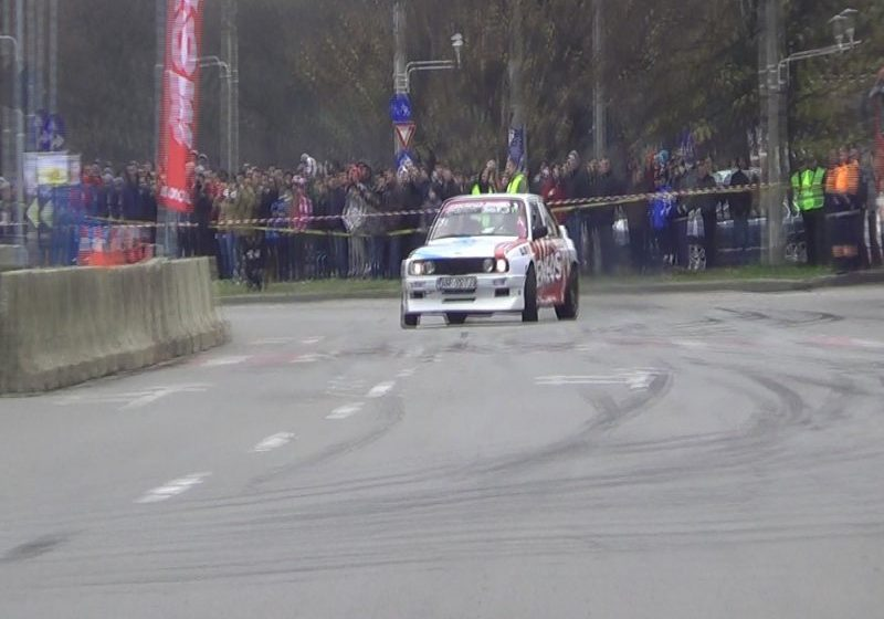 SE LASĂ CU ADRENALINĂ: Finala Campionatului Național de Drift, în Baia Mare