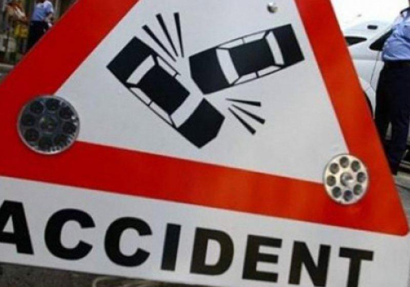 A PIERDUT CONTROLUL DIRECȚIEI: Accident cu o mașină a poliției