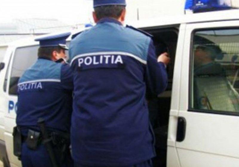 AU DAT DE BUCLUC: Doi tineri au fost reținuți după ce au dat o spargere la o farmacie